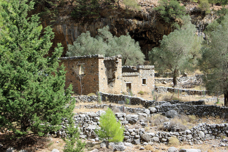 Ruins_of_Samaria_village_–_01